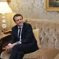 """Le look d'Emmanuel Macron: """"Il a voulu atténuer son côté golden boy"""""""
