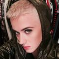Katy Perry ose la coupe de cheveux ultra courte