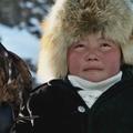 """""""La Jeune Fille et son aigle"""", l'histoire vraie d'une dresseuse de 13 ans qui défie les traditions"""