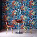 Le papier peint fleuri s'affiche au mur