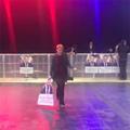 La danse déchaînée d'une militante pour célébrer le score d'Emmanuel Macron