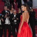 Festival de Cannes 2017 : Bella Hadid, rouge écarlate sur le tapis