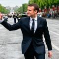 """""""C'est Brigitte qui vient choisir les costumes"""" : dans les coulisses du tailleur d'Emmanuel Macron"""
