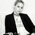 Jennifer Lawrence présente le nouveau sac DiorAddict