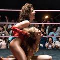 Des femmes, du muscle, des bodys pailletés : l'incroyable show du catch féminin