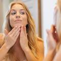 Trois mauvais réflexes à abandonner pour lutter contre l'acné