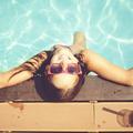 Six mouvements à effectuer en mer ou en piscine pour se tonifier l'air de rien