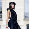 Béret ou casquette, les Parisiennes n'en font qu'à leur tête