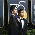 Angelina Jolie a foulé le tapis rouge des Golden Globes avec son fils
