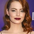 Comment porter un rouge à lèvres foncé sur une peau pâle ?