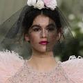 Chanel, Dior, Ralph & Russo... La voilette envoûte les défilés couture printemps-été 2018