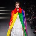 Cara Delevingne, porte-étendard de la cause LGBT pour le défilé Burberry