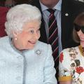 Elizabeth II, inattendue reine du front row à la Fashion Week de Londres