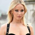 """Vingt-quatre ans après Elizabeth Hurley, Jennifer Lawrence fait revivre """"That dress"""""""