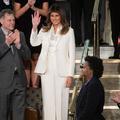 Melania Trump en blanc : un message anti-Trump ?