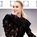 Espionne, écrivain, ingénue... Les différents visages de Lily-Rose Depp pour Chanel Beauté