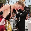 Et Amber Heard plut, aima et couru lentement sur les marches de Cannes