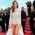 Izabel Goulart ose le short sur le tapis rouge du Festival de Cannes