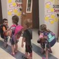 Ces enfants de maternelle ont appris à se dire bonjour et ça fait toute la différence