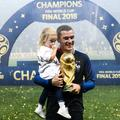 La photo d'Antoine Griezmann, sa fille Mia et la coupe du monde après la finale