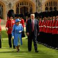 Les faux pas de Trump lors de sa rencontre avec Elizabeth II