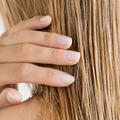 Cheveux secs, abîmés, gras... Pourquoi et comment adopter le masque pour cheveux ?