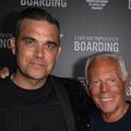 En kilt, Robbie Williams fait le show pour Emporio Armani