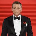 """Daniel Craig qualifié d'""""émasculé"""" après avoir transporté sa fille dans un porte-bébé"""