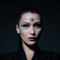 Tuto maquillage : Bella Hadid nous ensorcelle pour Halloween avec Dior