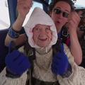 À 102 ans, une Australienne saute en parachute et décroche un record du monde