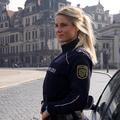 """Devenue star du fitness sur Instagram, """"la policière la plus sexy d'Allemagne"""" a repris ses fonctions"""