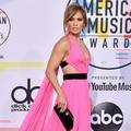 Les conseils de Jennifer Lopez pour se sentir bien dans son corps à 49 ans