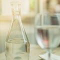 Bouilloire en plastique, réutiliser sa bouteille... Les erreurs à éviter avec l'eau