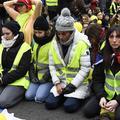 """""""Gilets jaunes"""" : des centaines de femmes manifestent à Paris et dans le calme"""