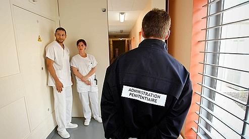 Le personnel pénitentiaire et médical de l'UHSA «Simone Veil», à Bron (Rhône).