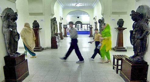 Exposition sur l'art du Gandhara, au musée de Peshawar, au Pakistan, en 2005. Le Musée Guimet, qui présente actuellement des œuvres de cette région frontalière de l'Afghanistan, a dû y envoyer à plusieurs reprises un scientifique, malgré les dangers.