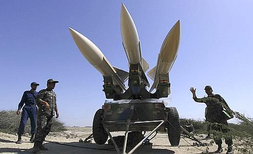 Des militaires iraniens participent à des exercices à proximité du détroit d'Ormuz, en mars dernier.
