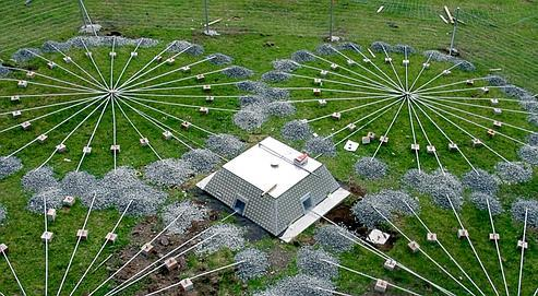 L'une des 261stations de détection qui quadrillent la planète, installée sur l'île de Tristan da Cunha, dans l'Atlantique Sud. La cloche centrale abrite en sous-sol des instruments de mesure de haute technologie.