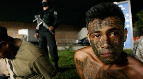 Un membre de la Mara Salvatrucha, l'un des principaux gangs salvadoriens. (Crédits photo: AP/Luis Romero)