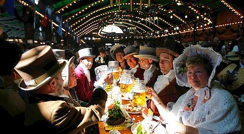 Le sonde la fanfareet les chants de 6500 convives entonnantles tubesdes Wiesns vont résonner pendant trois semaines.