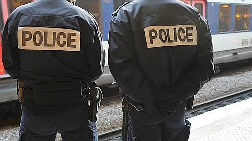 Hors RATP et SNCF, qui refusent de communiquer leurs chiffres, 737 agressions suivies d'un arrêt de travail (donc agressions violentes) ont été recensées en 2009, d'après des chiffres recueillis auprès de 117 entreprises.