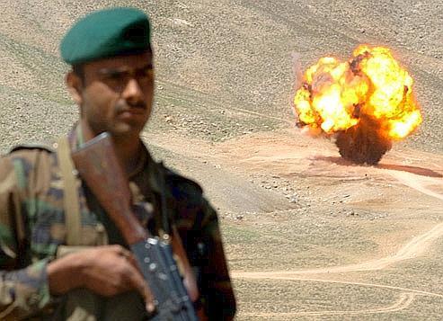 Explosion d'une mine anti-personnel en Afghanistan en 2006.