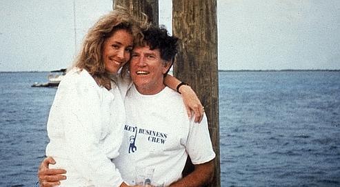 L'ex-actrice Donna Rice photographiée en 1987 sur les genoux de Gary Hart. Le sénateur du Colorado, favori à l'investiture démocrate pour la présidentielle américaine de 1988, voit sa popularité chuteraprès la publication du cliché et finit par se retirer de la campagne.
