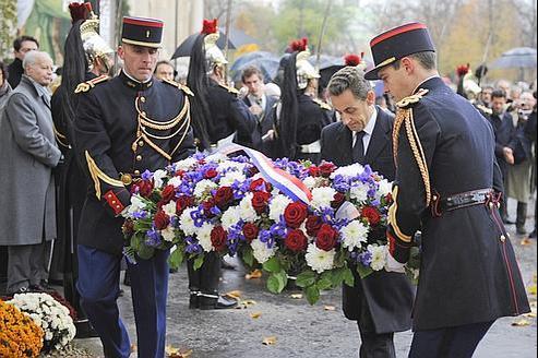 Nicolas Sarkozy s'est inspiré du Memorial Day américain pour proposer de fairedu 11 Novembre (ici en 2010 à Paris) le jour de cérémonie des morts pour la France.