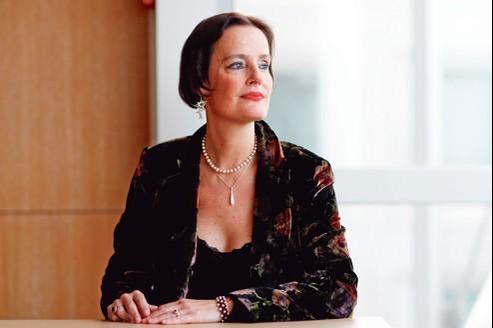 Les cancérologues « se battent pour sauver des vies et n'ont pas de temps à perdre à changer des prothèses par milliers», s'indigne Caroline Gutmann, opérée en 2010.