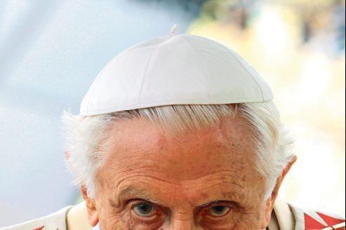 Le pape Benoît XVI, dimanche à Milan, où il présidait la VIIe rencontre mondiale des familles.