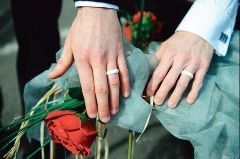 Célébration symbolique d'un mariage homosexuel à Lannion (Côtes-d'Armor).