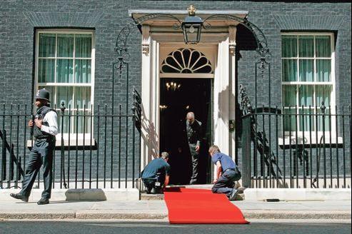 Le 10 Downing Street, la résidence du premier ministre britannique, David Cameron, qui avait promis il y a peu de «dérouler le tapis rouge» aux Français voulant s'expatrier au Royaume-Uni.