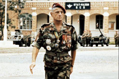Le général Bigeard en mai 1973 à Fiadana, à Madagascar. Il commandait alors les forces françaises présentes dans l'océan Indien.