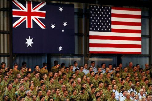 Lors d'une tournée en Australie, Barack Obama avait réaffirmé devant les militaires de ce pays la volonté des États-Unis de se renforcer dans la région pour, notamment, endiguer les visées expansionniste de Pékin en mer de Chine.